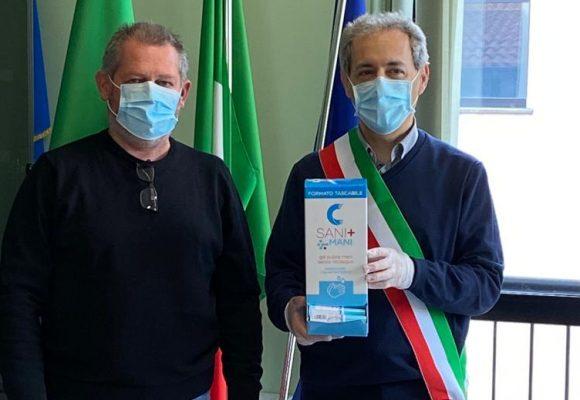 I federcacciatori di Casalmaiocco (Lo) consegnano 250 bombole di gel alle realtà del territorio