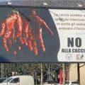 Manifesto pubblicitario anticaccia a Brescia. La presa di posizione del vicepresidente Marco Bruni