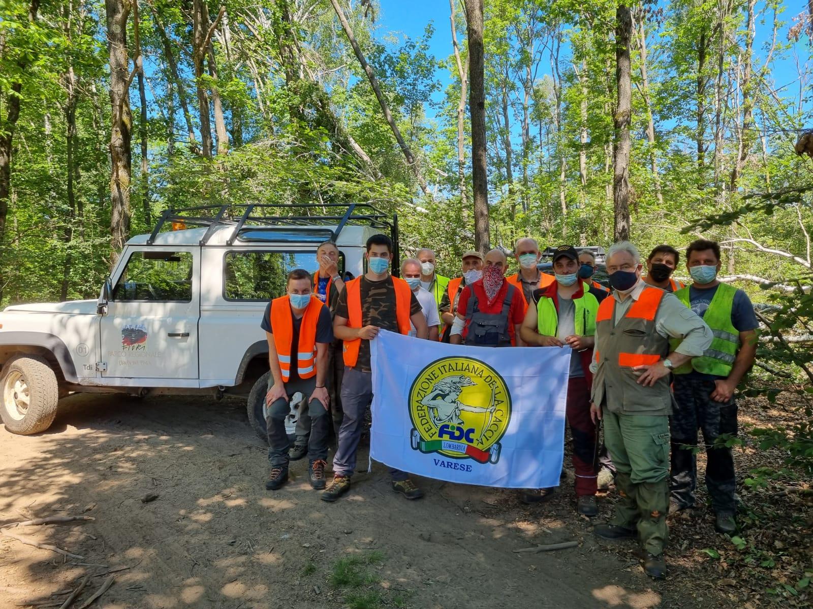 La sezione Campo dei Fiori di Varese al lavoro per ripristinare un sentiero: cacciatori di ogni età al servizio del loro territorio